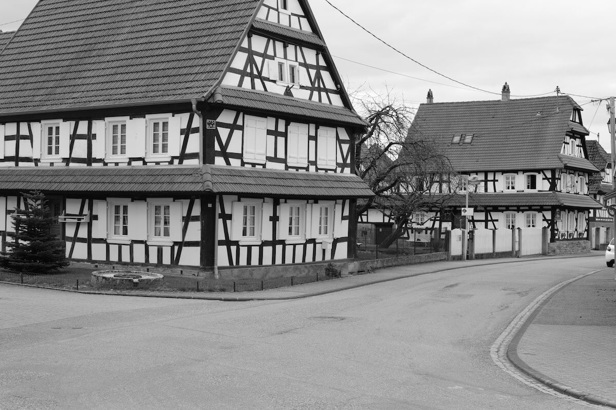 Fachwerkhäuser an der Hauptstrasse in Hunspach